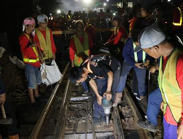 Proses Revitalisasi Wesel Rel di Stasiun Gambir