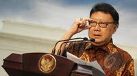 Menteri Dalam Negeri Tjahjo Kumolo memberi pernyataan usai menghadiri sidang kabinet paripurna di Istana Merdeka, Jakarta. (Liputan6.com/Faizal Fanani)