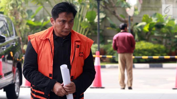 Tersangka kasus dugaan suap distribusi pupuk, Bowo Sidik Pangarso bersiap menjalani pemeriksaan di gedung KPK, Jakarta, Selasa (9/4). Mantan anggota DPR dari Fraksi Golkar tersebut menjalani pemeriksaan lanjutan dalam kasus dugaan suap distribusi pupuk dengan kapal. (merdeka.com/Dwi Narwoko)
