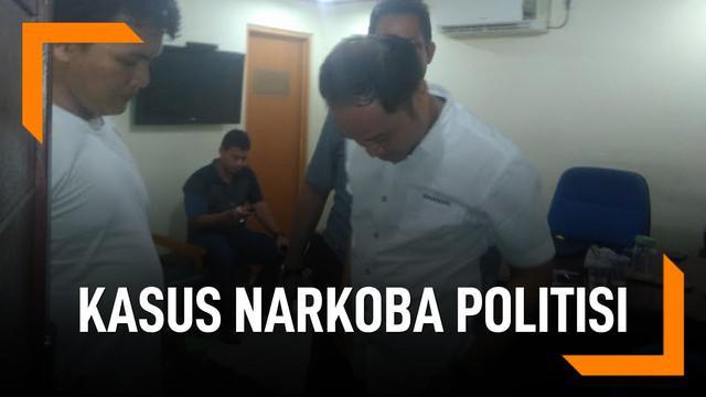 Wasekjen Partai Demokrat Andi Arief ditangkap karena diduga pakai narkoba. Sebelumnya, beberapa politikus juga pernah tertangkap.