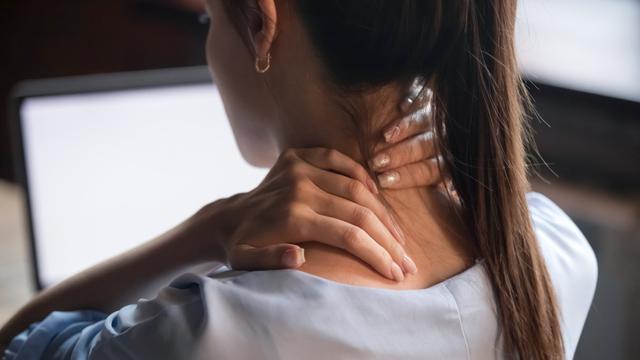 Gejala Syaraf Terjepit di Leher dan Cara Mengatasi dengan Cepat
