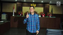 Penyanyi Saipul Jamil saat menjalani sidang pembacaan putusan hakim di Pengadilan Tipikor Jakarta, Senin (31/7). Saipul Jamil mendapatkan hukuman dari Hakim Tindak pidana korupsi selama 3 Tahun 100 juta subsider 3 bulan. (Liputan6.com/Helmi Afandi)