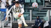 Di posisi ketiga ditempati oleh tujuh pemain yang masing-masing mencetak 6 gol. Alvaro Morata. Striker Juventus asal Spanyol berusia 28 tahun ini mencetak 6 gol dari 8 laga. Langkah Juventus terhenti di babak 16 besar usai kalah dari FC Porto. (AFP/Vincenzo Pinto)