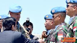 Citizen6, Lebanon: Penyematan medali dilaksanakan secara simbolis oleh FC UNIFIL didampingi Duta Besar Indonesia yang berkuasa penuh untuk Lebanon Drs. Dimas Samudro Rum kepada para Komandan jajaran Konga. (Pengirim: Badarudin Bakri).