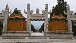 Pemandangan makam kerajaan barat dari era Dinasti Qing (1644-1911) di Wilayah Yixian, Provinsi Hebei, China utara (18/6/2020). Di situs makam ini, empat kaisar Dinasti Qing dimakamkan, yakni Yong Zheng, Jia Qing, Dao Guang, dan Guang Xu. (Xinhua/Zhu Xudong)