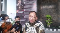 Asisten Intelijen Kejati Riau Raharjo Budi Kisnanto memberi keterangan terkait dugaan pemerasan Bupati Kuansing oleh oknum di Kejari Kuansing. (Liputan6.com/M Syukur)
