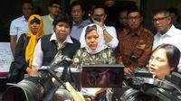 Lindang Sari Kurniawati, putri Probosutedjo saat memberikan keterangan pers di rumah duka, Senin (26/3/2016). (Liputan6.com/Putu Merta Surya Putra)