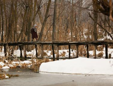 Aktivitas Warga Kashmir Saat Dilanda Musim Salju