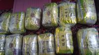 Bungkusan teh Tiongkok ini berisi puluhan kilogram sabu siap edar (Liputan6.com / Nefri Inge)