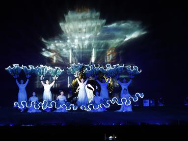 Penari tampil selama Festival Budaya Kerajaan di Istana Gyeongbok, Seoul, Korea Selatan, Rabu (14/10/2020). Festival warisan budaya selama sebulan yang mengeksplorasi istana dan budaya kerajaan Korea Selatan dimulai pada 10 Oktober 2020. (AP Photo/Ahn Young-joon)