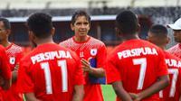 Persipura saat sesi latihan dipimpin pelatih Luciano Leandro. (Bola.com/Abdi Satria)