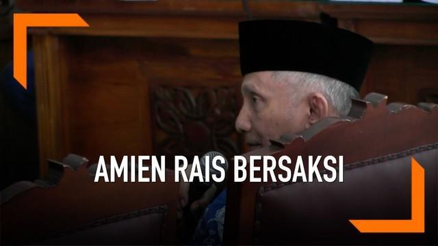 Amien Rais hadir di sidang lanjutan sebagai saksi kasus dugaan hoaks terdakwa Ratna Sarumpaet hari Kamis (4/4). Amien Rais mengingatkan terkait kondisi Ratna Sarumpaet yang sudah sepuh.