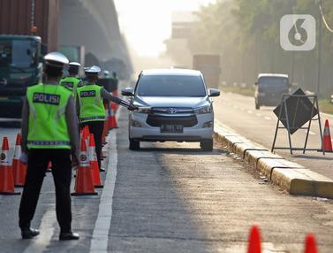 FOTO: Jelang Libur Idul Adha, KM 31 Tol Jakarta - Cikampek Disekat