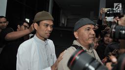 Ustaz Abdul Somad (UAS) mendatangi Kantor Majelis Ulama Indonesia (MUI) di Jalan Tugu Proklamasi, Jakarta, Rabu (21/8/2019). UAS datang memenuhi undangan MUI untuk memberikan klarifikasi terkait konten ceramah yang memantik kontroversi di dunia maya belakangan ini. (merdeka.com/Iqbal S Nugroho)