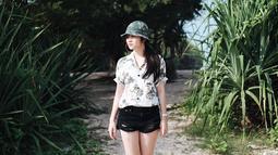 Jadi, selebriti di usia muda, gaya fashion Febby pun tak lepas jadi sorotan. Febby kerap memposting foto dirinya di akun media sosial miliknya. Dari foto-foto tersebut, ia punya selera fashion yang casual namun tetap cantik. (Liputan6.com/IG/@febbyrastanty)