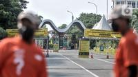 Suasana di salah satu pintu masuk saat penutupan sementara Taman Impian Jaya Ancol, Jakarta, Minggu (16/5/2021). Pemprov DKI Jakarta melalui Dinas Pariwisata dan Ekonomi Kreatif menutup sementara wisata Ancol pada 16-17 Mei 2021. (merdeka.com/Iqbal S. Nugroho)
