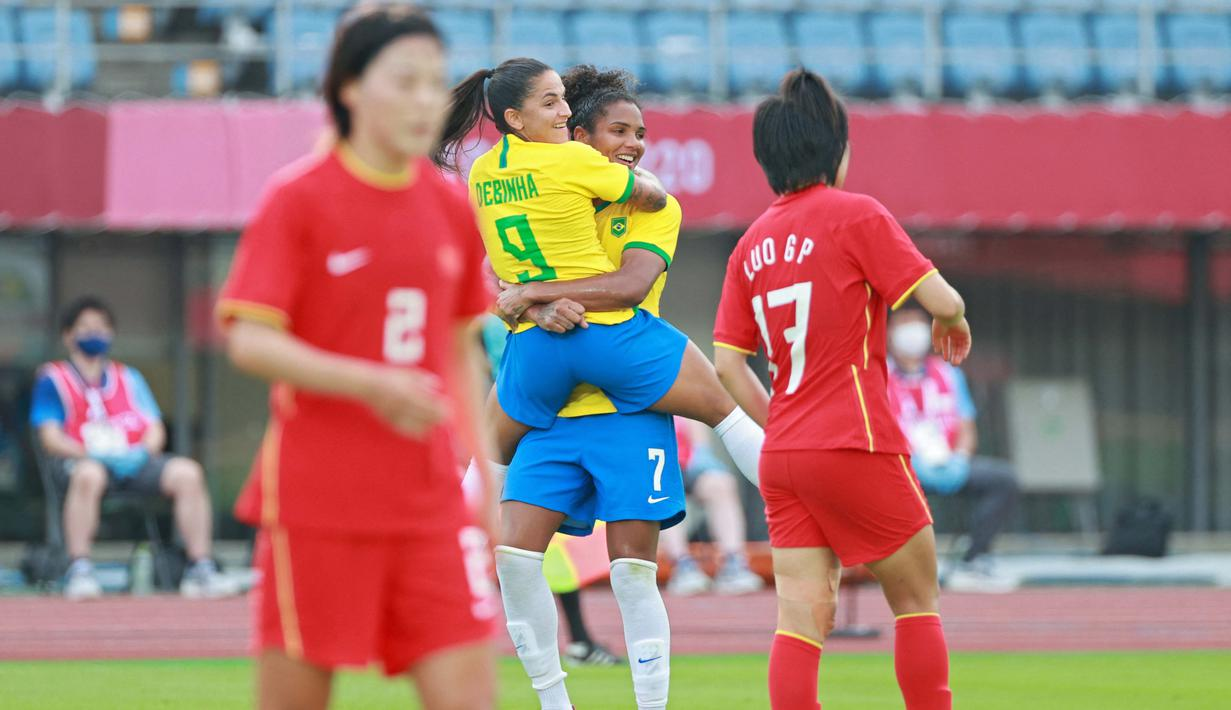 Debinha yang sudah berumur 29 tahun merupakan motor serangan bersama Malta dan diharapkan mampu mendulang banyak gol bagi Brasil. Ia saat ini sudah mencetak 41 gol termasuk satu golnya ke gawang Tiongkok pada pertandingan penyisihan grup F sepak bola wanita. (Foto: AFP/Kohei Chibagara)