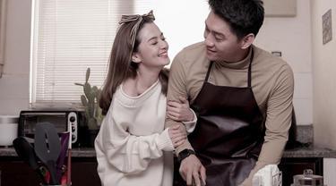 Gaya Mesra Pemotretan Post-Wedding Ifan Seventeen dan Citra Monica, Sederhana