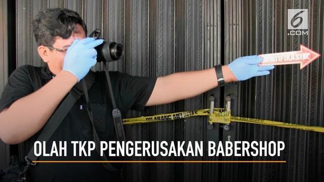 Polres Depok menggelar olah TKP pengerusakan babershop yang diduga dilakukan oleh geng motor.
