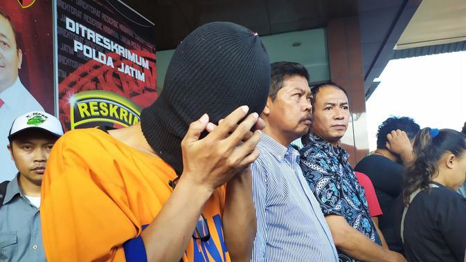 AS, Kepala Sekolah SMP Swasta di Surabaya yeng remas kemaluan siswanya (Dian Kurniawan/Liputan6.com)