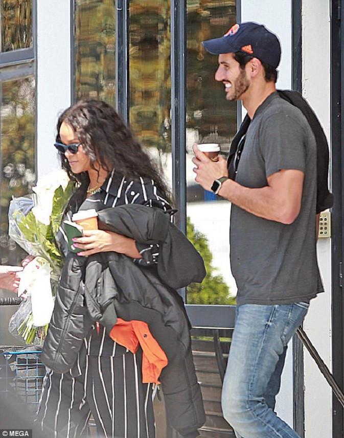 Kebersamaan Rihanna dan Hassan Jameel. (via dailymail.co.uk)
