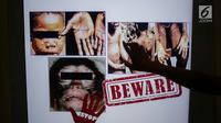 Informasi tentang cacar monyet atau monkeypox dipasang di Terminal 3 Bandara Soekarno Hatta, Tangerang, Banten, Rabu (15/5/2019). Cacar monyet merupakan penyakit langka yang disebabkan virus. (Liputan6.com/Faizal Fanani)