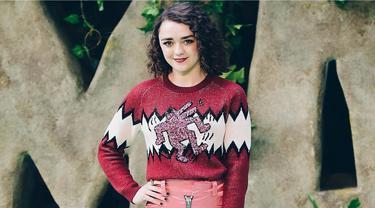 Maisie Williams adalah gadis kelahiran tahun 1997. Walaupun kerap terlihat menggunakan kostum khas GoT, Maisie ternyata punya selera fashion yang modis. Seperti gayanya ini  saat hadiri sebuah acara premeir. (Liputan6.com/Instagram/@maisie_williams)