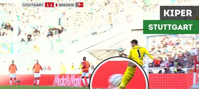 Berita video momen gol bunuh diri tercipta pada laga Bundesliga karena kiper Stuttgart, Ron-Robert Zieler, tak siap saat dioper bola dirinya sedang membenahi kaus kaki.