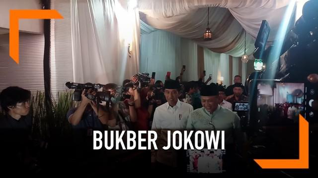 Presiden Joko Widodo atau Jokowi hadir memenuhi undangan buka puasa bersama di rumah dinas Ketua DPR Bambang Soesatyo (Bamsoet). Kedatangan Jokowi disambut langsung oleh Bamsoet dan Wakil Ketua DPR, Fahri Hamzah.