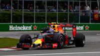 Pembalap Red Bull, Max Verstappen, gagal tampil maksimal di latihan bebas F1 GP Austria. (Charles Coates/ GETTY IMAGES NORTH AMERICA / AFP)