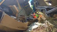 Kondisi bus yang kecelakaan di Cikidang, Sukabumi, Jawa Barat. (Liputan6.com/Mulvi Mohammad)
