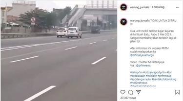 2 Mobil Ini Saling Kejar-Kejaran di Jalan Tol (Instagram @warungjurnalis)