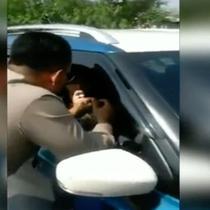 Seorang pengemudi wanita nekat menerobos iring-iringan Presiden Jokowi di Tol Jagorawi.