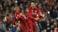 Pemain Liverpool, Virgil van Dijk dan Fabinho merayakan kemenangan atas Barcelona pada laga semifinal Liga Champions 2019 di Stadion Anfield, Selasa (7/5). Liverpool menang 4-0 atas Barcelona. (AP/Peter Byrne)