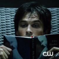 Dalam trailer The Vampire Diaries, Ian Somerhalder terlihat tengah menikmati novel Fifty Shades of Grey. (Via: youtube.com)