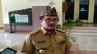 Bupati Cirebon Imron memutuskan untuk meniadakan kegiatan pasar rakyat muludan di wilayah Kabupaten Cirebon dalam upaya menekan angka penyebaran covid-19. Foto (Liputan6.com / Panji Prayitno)