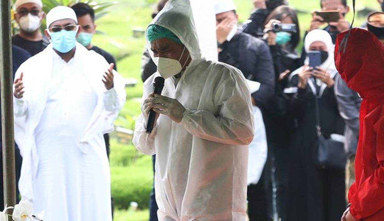 Pemakaman Rina Gunawan (Budy Santoso/Kapanlagi.com)