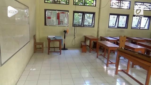 Selama perhelatan pertemuan IMF-Bank Dunia sebagian sekolah di Denpasar diliburkan. Meski demikian guru-guru masuk seperti biasa