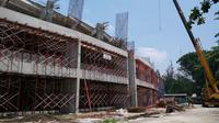 Stadion Manahan, Solo, dalam proses renovasi. (Bola.com/Vincentius Atmaja)