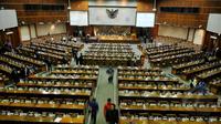Suasana usai sidang paripurna di Komplek Parlemen, Jakarta. Jumat (24/04/2015). Sidang Paripurna yang beragendakan Laporan Komisi III DPR RI terhadap Hasil Pembahasan atas RUU. (Liputan6.com/Andrian M Tunay)