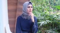 Keputusan Kartika Putri untuk berhijab sontak bikin publik terkejut [foto: instagram]