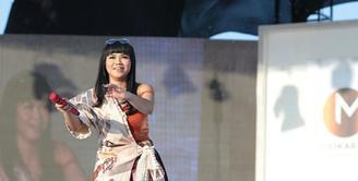 Penyanyi Solo yang berasal dari Bandung ini berhasil membawa pulang piala penghargaan AMI Awards 2017.