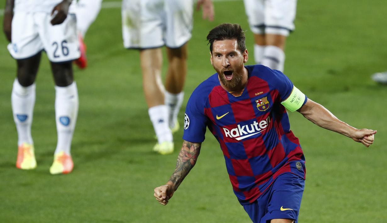 Penyerang Barcelona, Lionel Messi berselebrasi usai mencetak gol ke gawang Napoli pada leg kedua babak 16 besar Liga Champions di Stadion Camp Nou , Spanyol, Sabtu (8/82020). Barcelona menang 3-1 atas Napoli dan melaju ke perempat final dengan aggregat skor 4-1. (AP Photo/Joan Monfort)