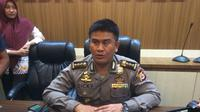 Kepala Bidang Humas Polda Sulsel, Kombes Pol Dicky Sondani memberikan keterangan pers terkait penanganan kasus korupsi di lingkup kota Makassar (Liputan6.com/ Eka Hakim)