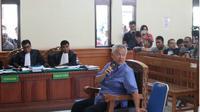Pengusaha nasional Tomy Winata menyambangi Pengadilan Negeri (PN) Denpasar. (Liputan6.com/ Dewi Divianta)