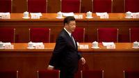 Xi Jinping menghadiri Kongres Rakyat China yang menghapuskan masa jabatan presiden (MARK SCHIEFELBEIN / AP)