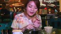 Salah satunya kuliner unik yang tidak boleh Anda lewatkan ketika berkunjung ke Sabang adalah sate gurita yang ada di Taman Wisata Kuliner.