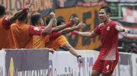Bek Persija Jakarta, Ryuji Utomo, merayakan gol yang dicetaknya ke gawang TIRA Persikabo pada laga Piala Indonesia di Stadion Patriot, Bekasi, Kamis (21/2). Persija menang 2-0 atas TIRA Persikabo. (Bola.com/Yoppy Renato)