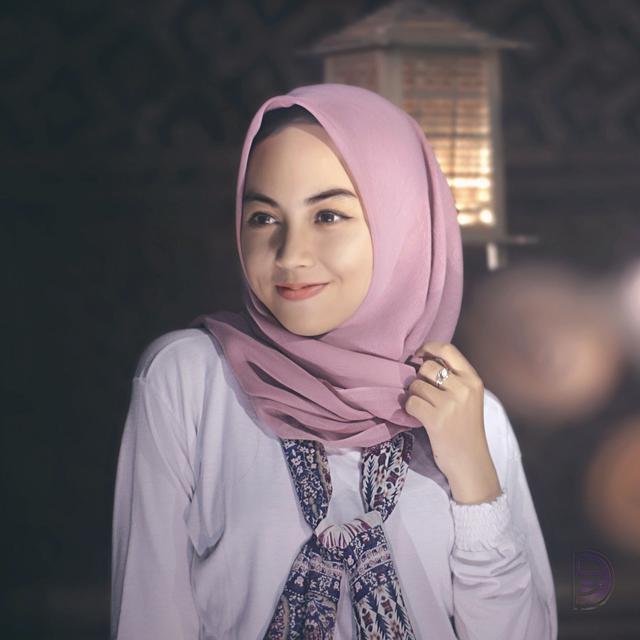 Tutorial Hijab Untuk Si Wajah Oval Fashion Fimela Com