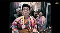 Lihat Official Music Video Dari Hanif Andarevi Berjudul Candu Sampai Ke Nadi. sumberfoto: Trinity Production